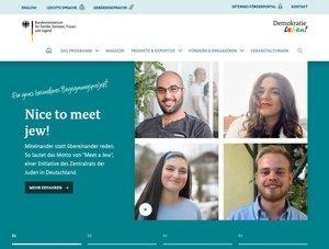 Fotos von vier Menschen auf einer Internetseite