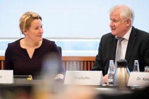 Dr. Franziska Giffey und Horst Seehofer während des Fachgesprächs im Bundesinnenministerium, Bild: Bundesministerium des Innern, für Bau und Heimat