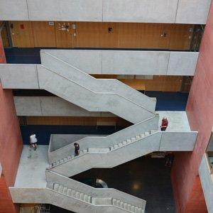 Aufnahme: Treppenhaus des Hauptgebäudes der Frankfurt University of Applied Sciences